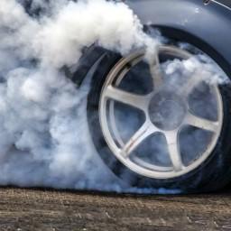 В Иркутске задержали водителя каршерингового автомобиля за езду по пешеходным дорожкам